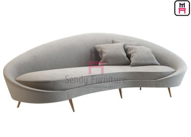 Cina Lobi / Bar Hotel Restoran Kustom Stand 4 Seater Velvet Arc - Shaped With Pillows pabrik